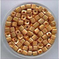 15gr.  Rocailles Würfel gold 3mm