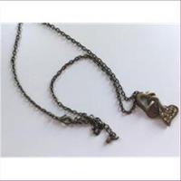 1 Halskette mit Herzanhänger