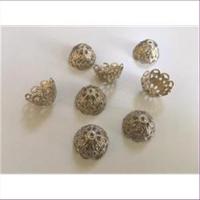 6 Perlenkappen filigran silberfarbig