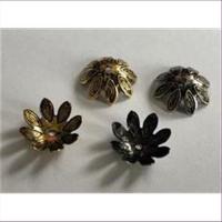10 Perlkappen Blumenform