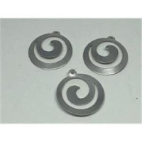 2 runde Ornament-Anhänger silberfarbig