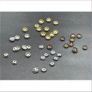 100 (5 gr.) Perlkappen gewölbte Blumen altgold