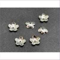 20 Perlkappen gewölbte Blumen silberfarbig